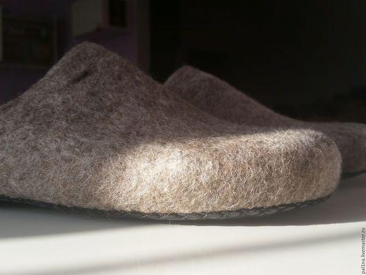 Обувь ручной работы. Ярмарка Мастеров - ручная работа. Купить Мужские тапочки для дома. Handmade. Бежевый, мужской подарок