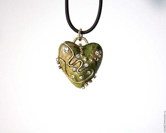 """Кулоны, подвески ручной работы. Ярмарка Мастеров - ручная работа. Купить Кулон сердце """"Зелёный чай"""". Handmade. Зеленый, латунь"""
