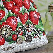 Сумки и аксессуары ручной работы. Ярмарка Мастеров - ручная работа Клубника шейк красный белый зеленый лето сумка купить подарок. Handmade.