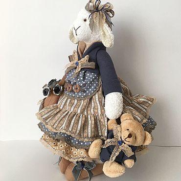 Куклы и игрушки ручной работы. Ярмарка Мастеров - ручная работа Алика-хозяюшка с мишкой. Handmade.