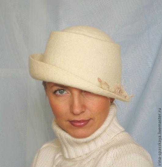 """Шляпы ручной работы. Ярмарка Мастеров - ручная работа. Купить Дамская шляпка """"Белый ветер"""". Handmade. Белый, валяние мокрое"""