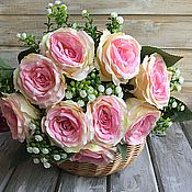 Розы интерьерные с гипсофилой