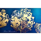 Золотые Листья на фоне синего и темно-бирюзового цветов