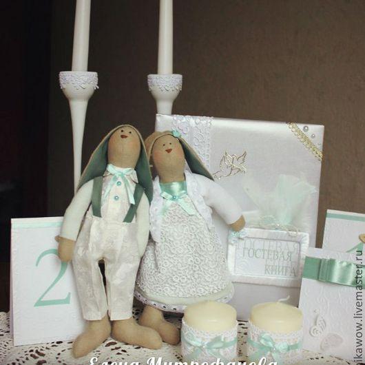 Вы держите в руках интерьерную игрушку  «Тильда -Кролик». Свадебная пара. Эти двое, послужат и приятным подарком и станут неотъемлемой частью фотосессии и украшением свадебного стола. Выполнены она