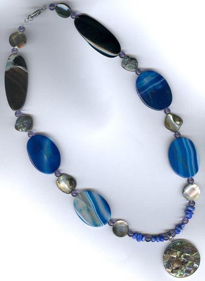 синие камни колье с подвеской