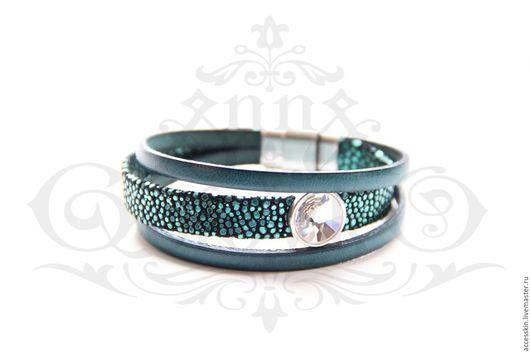 """Браслеты ручной работы. Ярмарка Мастеров - ручная работа. Купить Кожаный браслет """"Зелёный скат"""" комбинированный с кристаллом с серебре. Handmade."""
