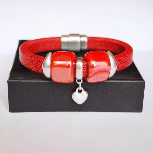 """Браслеты ручной работы. Ярмарка Мастеров - ручная работа. Купить Кожаный браслет регализ,  красный, """"Сердце"""". Handmade. Красный браслет"""