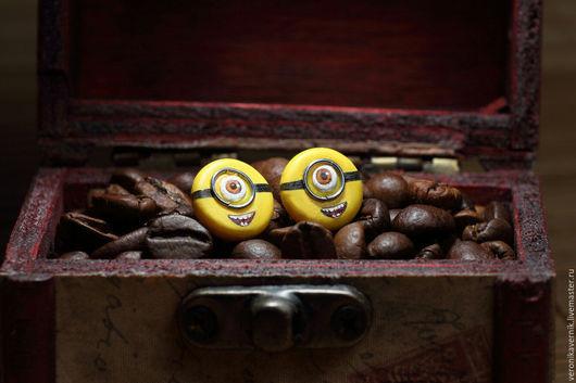 """Серьги ручной работы. Ярмарка Мастеров - ручная работа. Купить Серёжки - гвоздики """"Миньоны"""". Handmade. Желтый, миньоны, мультфильм"""