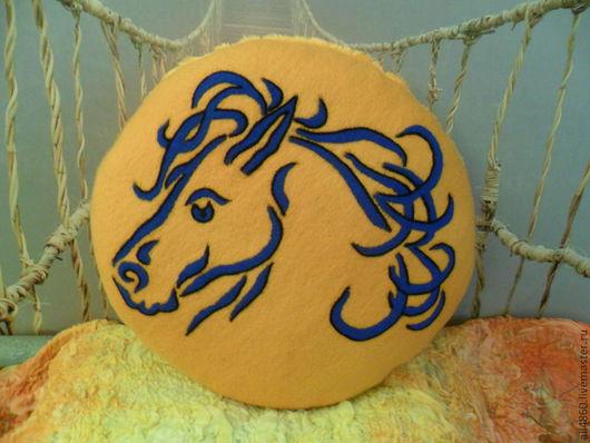 """Текстиль, ковры ручной работы. Ярмарка Мастеров - ручная работа. Купить Валяная оранжевая подушка  """"Лошадь"""". Handmade. Рыжий, лошадь"""
