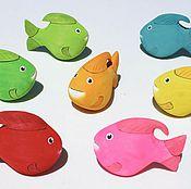 Статуэтки ручной работы. Ярмарка Мастеров - ручная работа Статуэтки цветных рыбок из дерева бальза. Handmade.