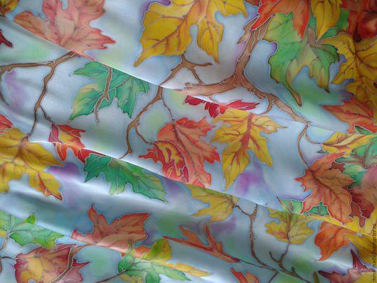 Платок батик `Осенний вальс`, 90-90 см., шелк атлас. Авторский батик Марины Маховской. Платки и шарфики ручной работы.