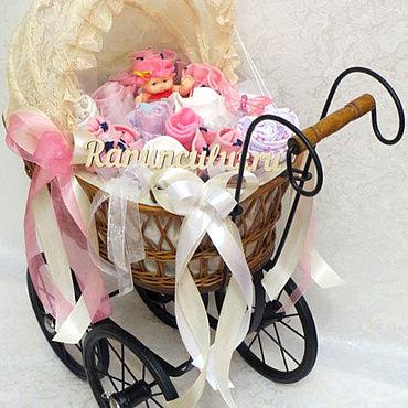Товары для малышей ручной работы. Ярмарка Мастеров - ручная работа Букет из детской одежды в ретро коляске (беби букет). Handmade.