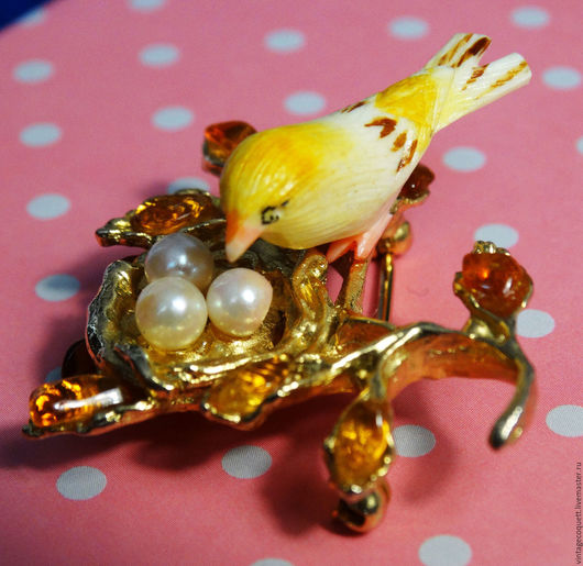 Винтажные украшения. Ярмарка Мастеров - ручная работа. Купить Винтажная брошь «Птичка на гнезде» от Swoboda. Handmade. Золотой