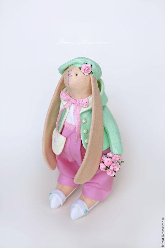 """Куклы Тильды ручной работы. Ярмарка Мастеров - ручная работа. Купить """"Весенняя прогулка"""" зайка с букетом цветов. Handmade. Заяц"""