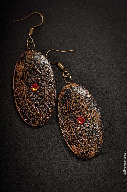 Серьги в индийском стиле, имитация филиграни, стразы сваровски. Авторские украшения ручной работы
