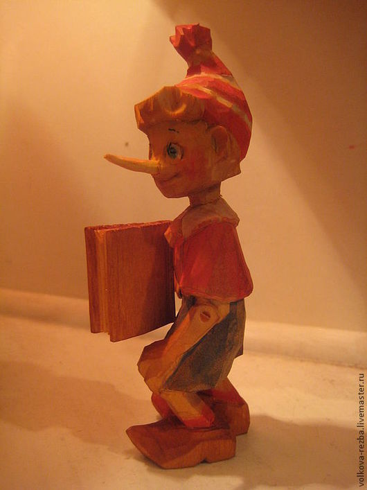Человечки ручной работы. Ярмарка Мастеров - ручная работа. Купить Буратино с азбукой-резьба по дереву. Handmade. Буратино, деревянная игрушка