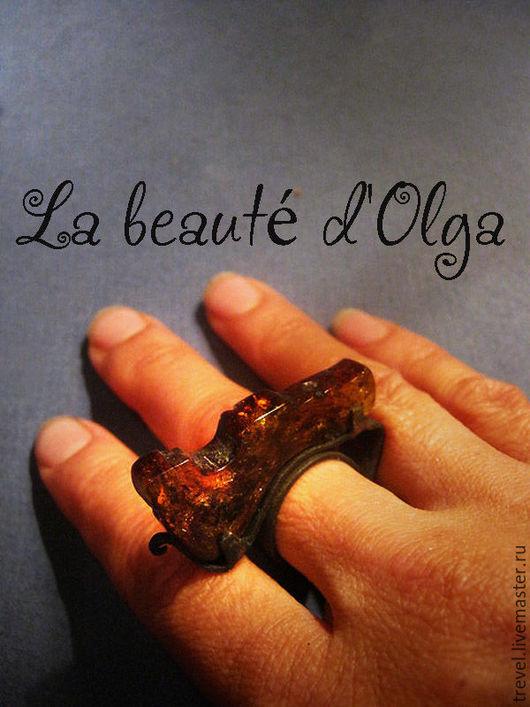 Кольца ручной работы. Ярмарка Мастеров - ручная работа. Купить CHESS RITTER   - Кованое кольцо из меди и янтаря. Handmade. Кольцо