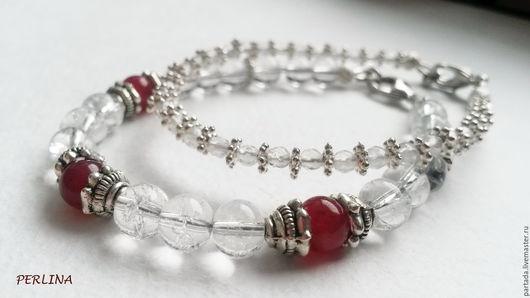 `Ледяные ягоды` браслеты из хрусталя. Купить прозрачный браслет из натуральных камней, горный хрусталь. Браслеты с камнями. Браслеты из камней. Зимний браслет. Прозрачный браслет купить. Новый год.