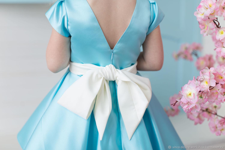 Платье атласное голубое