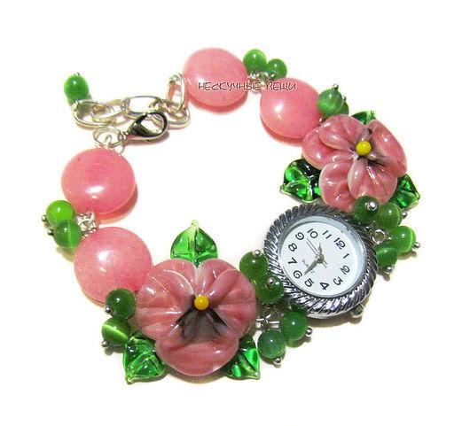 """Часы ручной работы. Ярмарка Мастеров - ручная работа. Купить """"Кисельные берега"""" наручные часы с бусинами лэмпворк. Handmade. Розовый"""