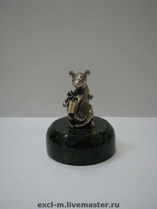 """Миниатюра ручной работы. Ярмарка Мастеров - ручная работа. Купить Статуэтка """"Крыса с подарком"""". Handmade. Крыса, мышь, статуэтка, латунь"""