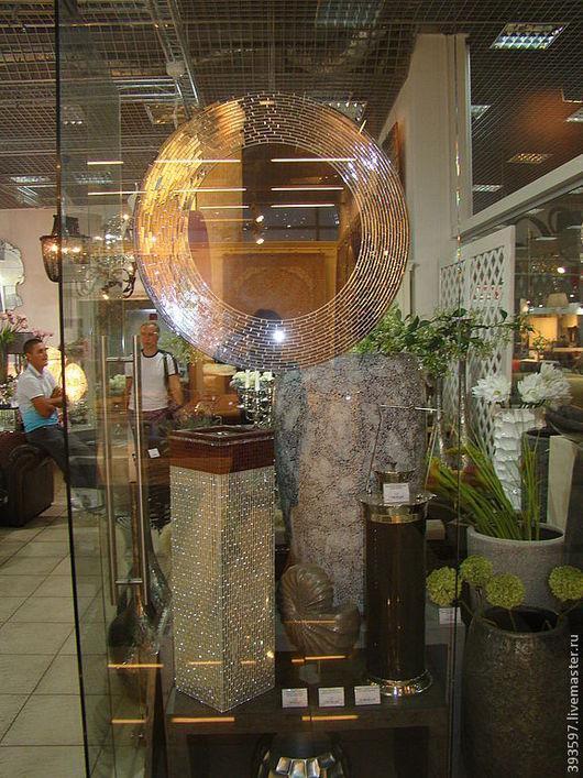 .Зеркало в мозаичной раме, ручной работы, с использованием мозаики собственного изготовления, с зеркальным эффектом . Из-за рельефной поверхности мозаики создается неповторимая игра света! К сожалению