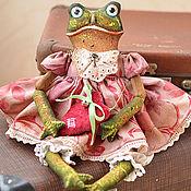 Мягкие игрушки ручной работы. Ярмарка Мастеров - ручная работа Лягушка Анабель текстильная коллекционная интерьерная кукла подарок. Handmade.