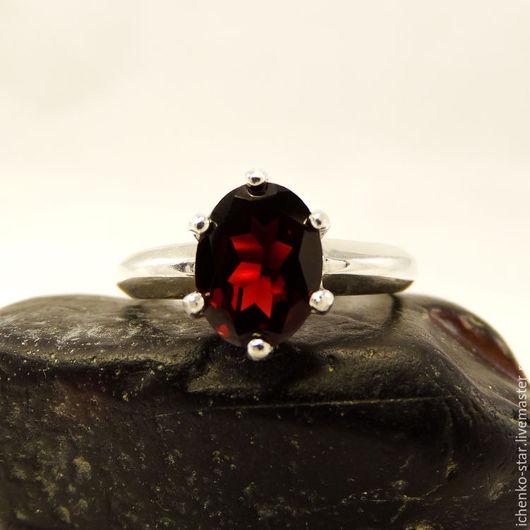 Кольца ручной работы. Ярмарка Мастеров - ручная работа. Купить Серебрянное кольцо с гранатом 9х7 мм. Handmade. Кольцо серебро