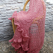 """Аксессуары ручной работы. Ярмарка Мастеров - ручная работа Шаль """"Розовая пудра""""  вязаная ажурная, альпака, розовый. Handmade."""