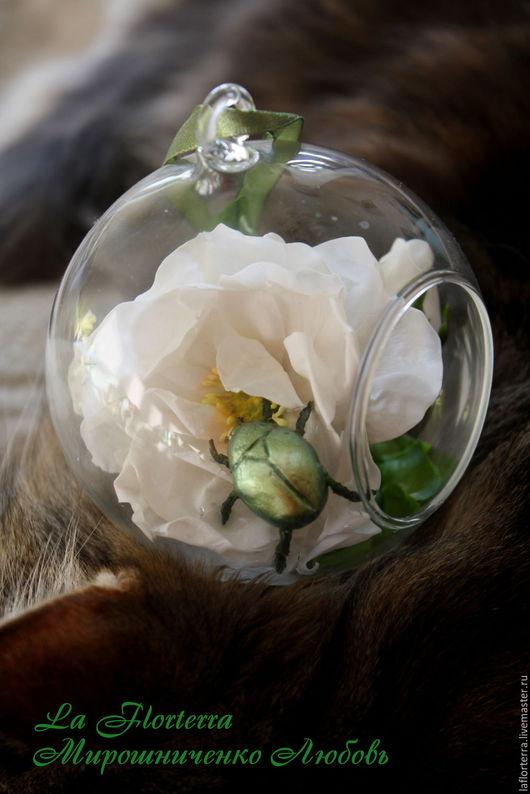 Интерьерные композиции ручной работы. Ярмарка Мастеров - ручная работа. Купить Стеклянный шар с белым шиповником  из полимерной глины. Handmade.