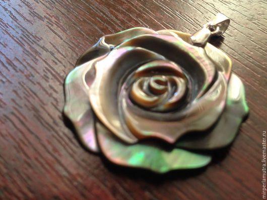 """Кулоны, подвески ручной работы. Ярмарка Мастеров - ручная работа. Купить Кулон """"Черная Роза"""", перламутр + серебро. Handmade."""