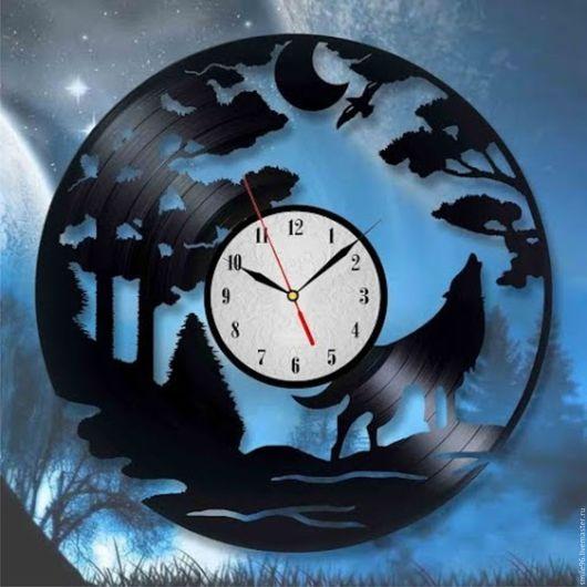 """Часы для дома ручной работы. Ярмарка Мастеров - ручная работа. Купить Часы из пластинки """"Волк"""". Handmade. Комбинированный, волк, луна"""
