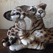 Куклы и игрушки ручной работы. Ярмарка Мастеров - ручная работа Шерстяная скульптура очень дикая киса Саманта с котёнком Пуськой. Handmade.