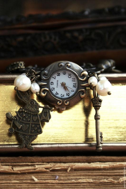 Часы ручной работы. Ярмарка Мастеров - ручная работа. Купить Часы наручные Алиса в Стране Чудес. Handmade. Часы наручные