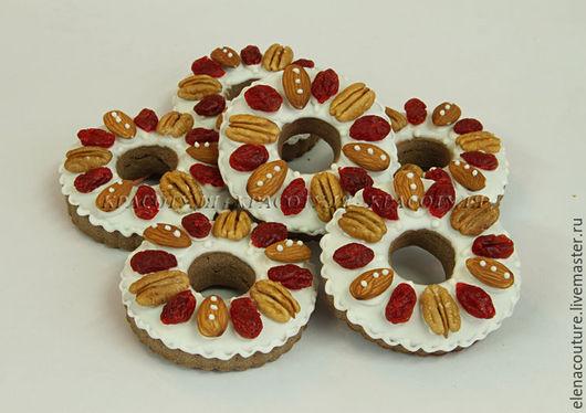 Пряники Рождественские с орешками и вяленой вишней домашнего приготовления из натуральных продуктов,без ароматизаторов и усилителей