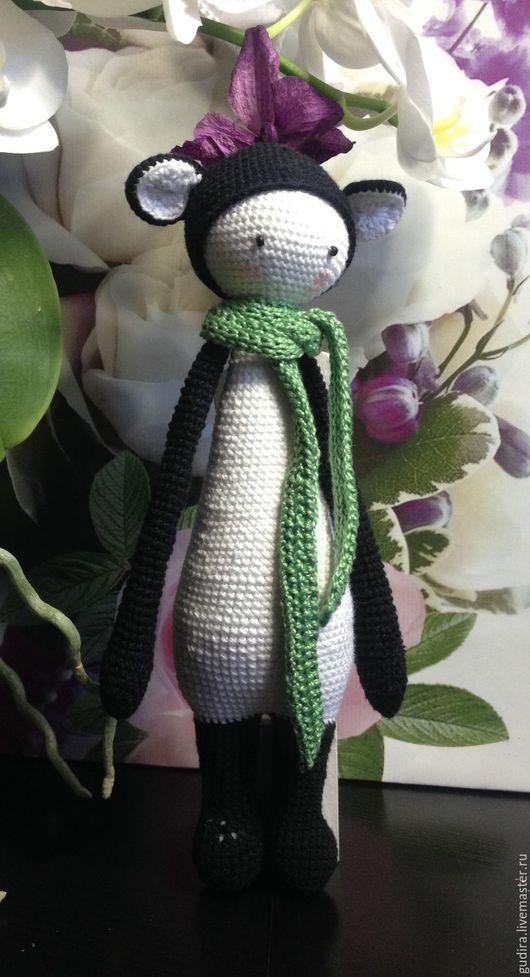 Вязанная Панда в шарфе