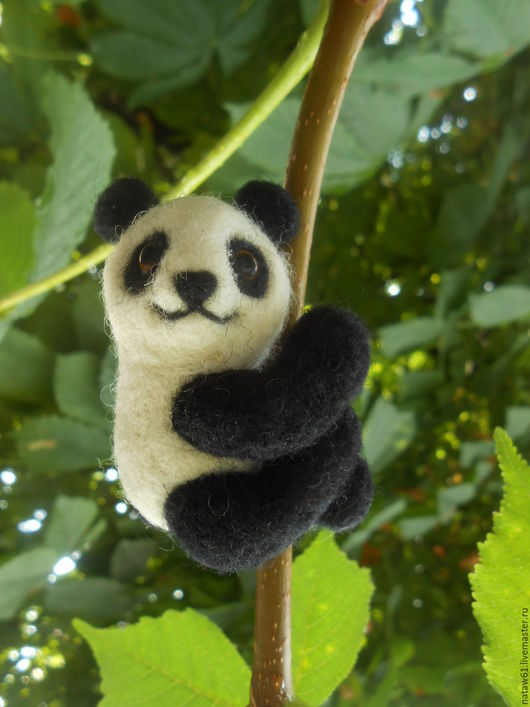 Кулоны, подвески ручной работы. Ярмарка Мастеров - ручная работа. Купить Мишка панда (кулон, подвес,брошь, украшение, игрушка, валяние). Handmade.