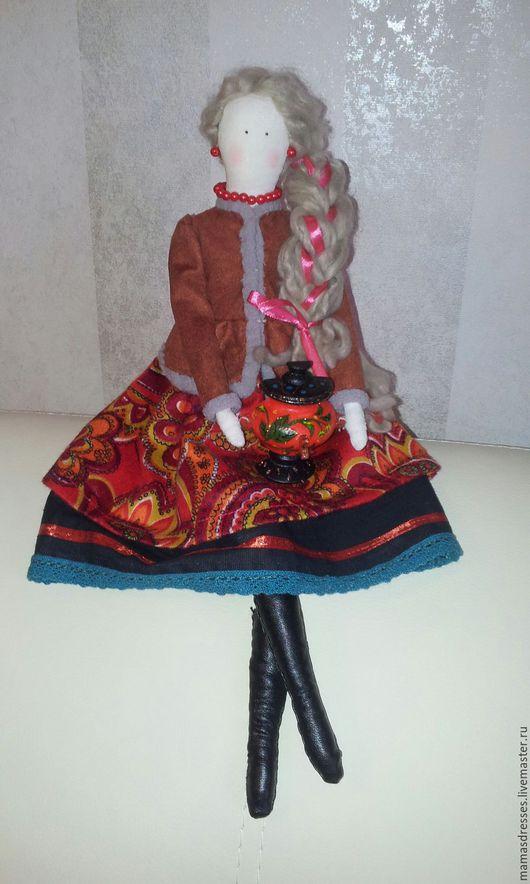 Интерьерная кукла Тильда в русско-народном образе с самоваром