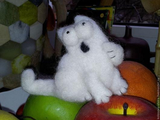 """Броши ручной работы. Ярмарка Мастеров - ручная работа. Купить """"Кот Саймона"""". Handmade. Белый, кот, Валяние, коты"""