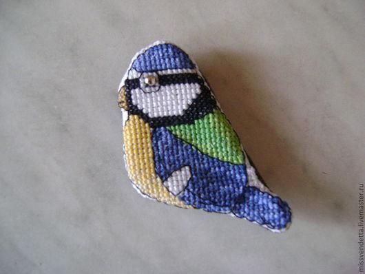 """Броши ручной работы. Ярмарка Мастеров - ручная работа. Купить Брошь вышитая """"Синичка"""". Handmade. Тёмно-синий, синица, птица"""