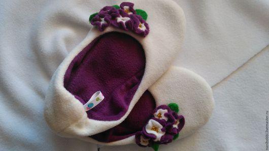 Обувь ручной работы. Ярмарка Мастеров - ручная работа. Купить Тапочки-фиалки. Handmade. Тёмно-фиолетовый, домашняя обувь, флис
