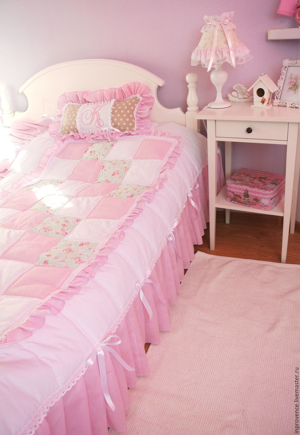 master class sewing quilted patchwork bedspreads in the. Black Bedroom Furniture Sets. Home Design Ideas