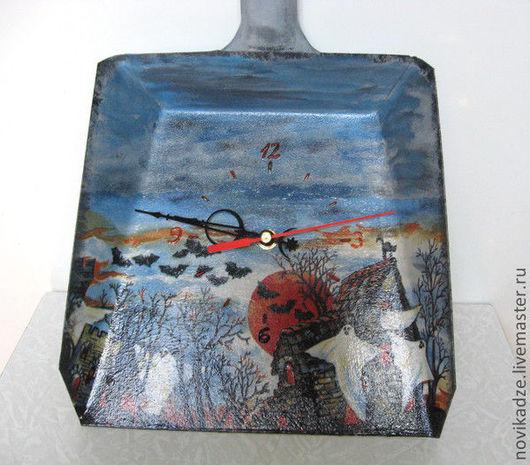 """Часы для дома ручной работы. Ярмарка Мастеров - ручная работа. Купить Часы """"Весёлый Хеллоуин"""". Handmade. Голубой, хеллоуин"""
