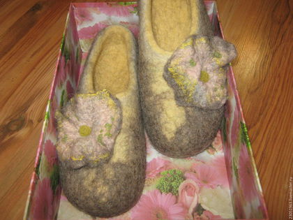 Обувь ручной работы. Ярмарка Мастеров - ручная работа. Купить Тапочки из шерсти. Handmade. Тапочки ручной работы, валяные тапки