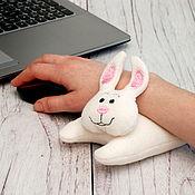 """Мягкие игрушки ручной работы. Ярмарка Мастеров - ручная работа Валик для руки под мышку """"Зайчик"""". Handmade."""