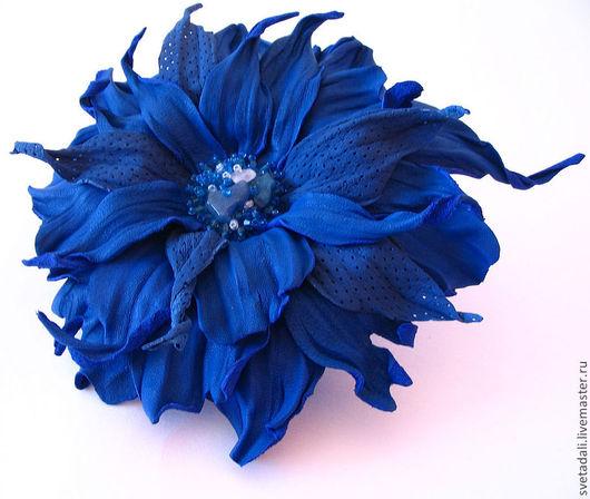 """Броши ручной работы. Ярмарка Мастеров - ручная работа. Купить брошь-цветок """"Вечерний прибой"""". Handmade. Синий, брошь"""