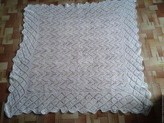 Белый платок-палантин по мотивам оренбургских