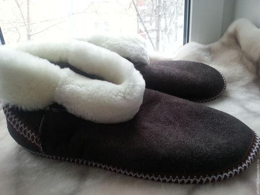 Обувь ручной работы. Ярмарка Мастеров - ручная работа. Купить Чуни из овчины для взрослых. Handmade. Коричневый, дублёные тапочки