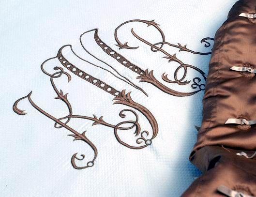 Текстиль, ковры ручной работы. Ярмарка Мастеров - ручная работа. Купить Вышивка на шелковой наволочке. Handmade. Вышивка на льне