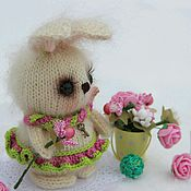 Куклы и игрушки ручной работы. Ярмарка Мастеров - ручная работа Карамелька)))Зайцы вязаные. Handmade.
